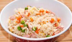 El arroz tres delicias es una de las recetas más sencillas y deliciosas de preparar de la cocina china. Aprende cómo hacer este plato en casa.