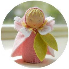 Mini poupée 'Fleur de cerisier'