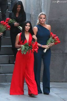 Kim Kardashian et sa soeur Khloe Kardahian visitent pour commémorer le 100ème anniversaire du génocide arménien, à Erevan, le 10 avril 2015, lors de leur voyage dans leur pays d'origine.