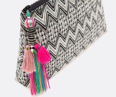 Fabric clutch with tassels Bohemian Accessories, Fashion Accessories, Diy Fashion, Fashion Bags, Boho Bags, Hippie Chic, Handmade Bags, Clutch Purse, Purses And Handbags