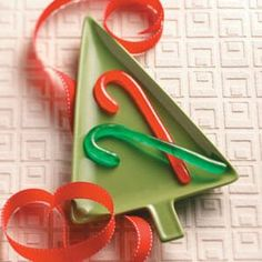 Homemade Candy Canes Recipe -Try making these candy canes during the holidays. They will look extra special hanging on your Christmas tree. —Taste of Home Test Kitchen.eliminate the coloring though Christmas Candy, Christmas Treats, Christmas Baking, Holiday Baking, Homemade Christmas, Christmas Cookies, Holiday Candy, Christmas Photos, Christmas Recipes