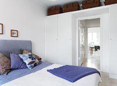 White and blue scandinavian bedroom