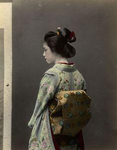 Porträt einer Geisha | Tamamura Kōzaburō | 1880-1890 | Museum Für Kunst Und Gewerbe Hamburg | CC0