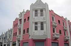 The Paseo Pizarro (Jirón Francisco Pizarro) is the pedestrian zone in the center of Trujillo. This interesting Art Deco building occupies the corner of Jirón Colón. Colonial Architecture, Beautiful Architecture, Beautiful Buildings, Bolivia, Ecuador, Lima, Costa, Chili, Art Deco Buildings