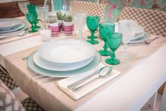Branca Costa | Sala de Jantar | Dining Room | Plates | White | Green | Turquoise | Glass | Dining Table | Plants | Modern | Home | Interior | Design | Decor | Details