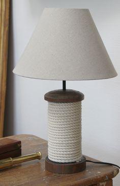 Lampe marine cordage - ICD Collections spécialiste de la décoration Marine pour les boutiques déco, les boutiques souvenir de bord de mer.