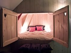 Awesome. Bed in a wall. That just looks cozy :)