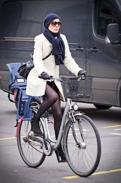 kép: berlin cycle chic. Stylish mom. I hope this is me one day.