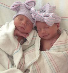 Cute Baby Twins, Twin Baby Girls, Cute Little Baby, Baby Kind, Twin Babies, Little Babies, Twin Baby Photos, Baby Pictures, Tatum And Oakley