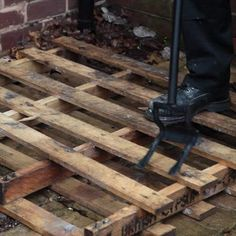 separating of pallets with pallet breaker