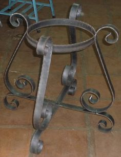 Base for a coffee table.or could be used as a flower pot holder.done with our EISENKRAFT® tools.no welding required.everything riveted. Wrought Iron Decor, Wrought Iron Gates, Metal Art Projects, Metal Crafts, Iron Furniture, Steel Furniture, Metal Plant Stand, Plant Stands, Metal Bending