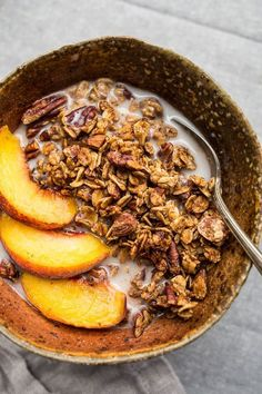 The warming spices of cinnamon, ginger, cardamom, cloves, and black pepper make for a spice-filled and aromatic gluten-free and vegan French Toast Granola. Healthy Breakfast Recipes, Healthy Recipes, Vegan Breakfast, Mexican Breakfast, Breakfast Snacks, Breakfast Pizza, Breakfast Bowls, Soup Recipes, Diet Recipes