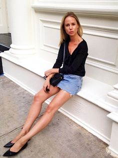 Elin Kling gave a mini denim skirt her cool, minimal touch by wearing it with a classic black long-sleeved top, a sleek leather bag and black pointed toe flats. This Swedish designer never fails to impress us.