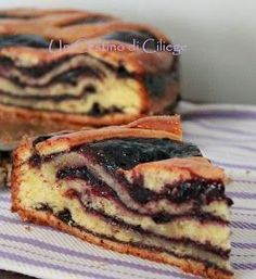 A basket of cherries:Layered Cake Filled with Blueberries Jam Italian Cake, Italian Desserts, Italian Recipes, Mexican Food Recipes, Sweet Recipes, Dessert Recipes, Italian Dishes, Cake Cookies, Cupcake Cakes
