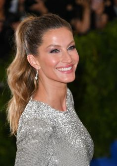 The 2017 Met Gala Beauty Looks That Will Go Down in the History Books Gisele Bundchen Gisele Bundchen, Easy Hairstyles, Wedding Hairstyles, Undone Look, Top Makeup Artists, Celebrity Makeup Looks, Jessica Biel, Girls Makeup, Amanda Seyfried