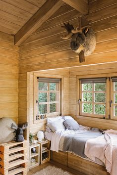 awesome Incredible Wooden Cabin Bedroom Design Ideas For Summer Holiday Cabin Interiors, Rustic Interiors, Cabin Homes, Log Homes, Plan Chalet, How To Build A Log Cabin, Wooden Cabins, Log Cabins, Cabins In The Woods