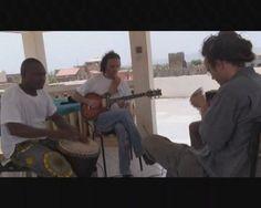 """BAMAKOSMOS es una serie de """"postales audiovisuales"""" sobre la creación artística contemporánea en la ciudad de Bamako (Mali), realizada por Toni Polo entre noviembre de 2009 y mayo de 2010. Una serie de 20 cortometrajes concebidos como una colección de video-retratos íntimos y personales, que nos dan a conocer la obra y la vida de músicos y artistas plásticos con imágenes que nos hablan de la diversidad étnica, la cultura urbana y la tradicional, la música, las celebraciones, y las ..."""