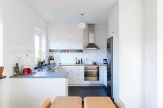 Södra Klockspelsvägen 5L, Friluftsstaden, Malmö - Fastighetsförmedlingen för dig som ska byta bostad Cooking, Kitchen, Table, Furniture, Retro, Home Decor, Ska, Kitchens, Decoration Home