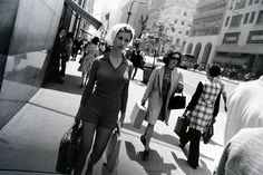 Black and White Street Photography by Garry Winogrand History Of Photography, Film Photography, Street Photography, Fashion Photography, Photography Magazine, Photography Women, Garry Winogrand, Lindbergh, Beautiful Series