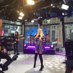 shermanyee: Gwen stefani #vip thanks @kevoc (at Good Morning America - Time Square NY)