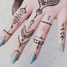 #hennaluna #comesitwithme  #symmetry #safehenna #hennapaste #smallbusiness #mendhihenna #treatyoself #naturalhenna #hennabeauty #hennalove #temporarytattoo #boho #mendhiart #yoga #gypsy #goddess #namaste #positive #vibes #hennaluna #denver #illustrate #mendhi #henna #hennatattoo #denverhenna #hennaart #hennadesign #hennamagic #hennaandchill #naturalhenna