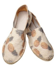 Take a stylish approach to dressing in warmer climates with these canvas espadrilles. http://webstore-all.scotch-soda.com/men/shoes/canvas-espadrilles%2C-sold-in-bag/14010375140.html?dwvar_14010375140_color=dessin%20C#start=2&cgid=1121