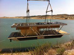 Uma casa flutuante invadiu a lagoa do Alqueva |