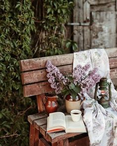 Raindrops And Roses, Book Flowers, Coffee And Books, Spring Has Sprung, Book Photography, Shadow Photography, Vintage Photography, Cute Photos, My Flower