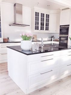 White kitchen cabinet with black countertop Home Decor Kitchen, Rustic Kitchen, Kitchen Interior, Kitchen Dining, Wood Interior Design, Interior Design Living Room, Small Apartment Interior, Kitchen Stories, Cuisines Design