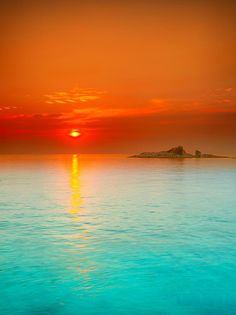 Lets trek you to an amazing and rarely seen view of Sunrise over the sea from Con Dao, #Vietnam..: http://www.tuanlinhtravel.com/
