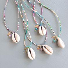 Bracelet Crafts, Jewelry Crafts, Handmade Jewelry, Beaded Bracelets, Unique Jewelry, Cowrie Shell Necklace, Shell Necklaces, Seashell Jewelry, Beach Jewelry