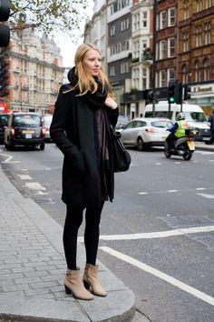De negro pero con botines claros