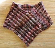 """Stilista Karlotta poncho Schulterwärmer """"Sissi"""" fashion Mode handcrafted handgefertigt knitware designer label www.stilistakarlotta.com"""