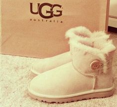 Pick it up!  UGG cheap outlet and all are just for $99 !Boots for this winter!