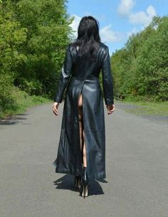 Twitter Long Leather Coat, Leather Trench Coat, Leather And Lace, Black Leather, Sexy Outfits, Trent Coat, Latex Skirt, Leder Outfits, Raincoats For Women