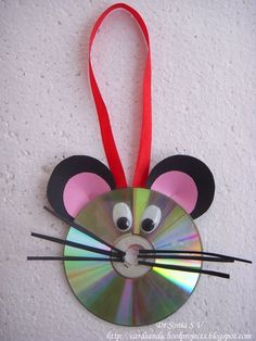 You can do many more recycling crafts idea by using of CD's and DVDs you can make some ball points table box diy crafts with old CD's many more ideas related Crafts With Cds, Kids Crafts, Recycled Cd Crafts, Old Cd Crafts, Mouse Crafts, Animal Crafts For Kids, Preschool Crafts, Projects For Kids, Paper Crafts