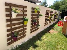 Back Gardens, Small Gardens, Outdoor Gardens, Diy Garden Furniture, Pallet Furniture, Vertical Garden Diy, House Plants Decor, Pallets Garden, Garden Projects