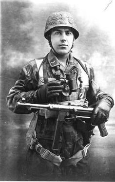 """The German Paratroopers or Fallschirmjäger were perceived as the elite infantry units of the German military and became known as the """"green devils"""" by the Luftwaffe, Paratrooper, German Soldiers Ww2, German Army, Military Photos, Military History, Battle Of Monte Cassino, Battle Of Crete, Germany Ww2"""
