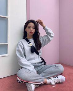 (unofficial face claim: Blackpink J. Kim Jennie, Kpop Girl Groups, Korean Girl Groups, Kpop Girls, Kim Jisoo Blackpink, Blackpink Outfits, Black Pink ジス, Blue Yellow, Pinterest Instagram