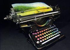 Pisanie + kolory? Fanpage ColorKey lub maszyna do malopisania! :)   Tyree Callahan przerobił starą, przedwojenną maszynę do pisania na koncepcyjne dzieło sztuki- zamiast klawiszy z literami są kolory, a na papierze pojawia się malowany – linijka po linijce – pejzaż. Według artysty maszyna jest metaforą przekładania słów i myśli na obraz.
