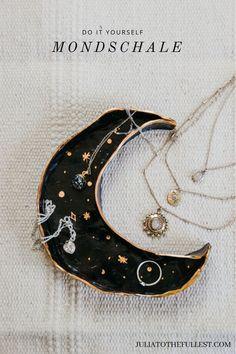 Anleitung: DIY Schmuckschale ganz einfach selber basteln aus Modelliermasse in M… Instructions: DIY jewelry bowl very easy to make yourself from modeling clay in the. Moon Jewelry, Clay Jewelry, Jewelry Art, Beaded Jewelry, Jewelry Dish, Diy Jewellery, Jewelry Holder, Diy Clay, Clay Crafts