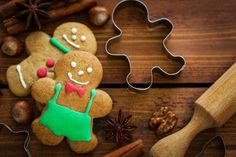 Put yourself in the holiday spirit with these classic cookies that are jus … - DIY Christmas Cookies Christmas Dishes, Christmas Cooking, Christmas Diy, Christmas Recipes, Christmas Ornament, Xmas, Biscuit Nutella, Traditional Christmas Food, Gingerbread Man Cookies