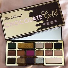 Too Faced released this delicious looking eyeshadow palette! so many colorful shades for tons of makeup look inspiration and designs! This palette is such beauty goals! Eyeshadow For Brown Eyes, Smokey Eyeshadow, Colorful Eyeshadow, Diy Eyeshadow, Makeup Geek, Makeup Tips, Eye Makeup, Makeup Palette, Eyeshadow Palette