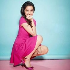 Looking of a similar pink dress as the one Shraddha Kapoor is wearing Prettiest Actresses, Hot Actresses, Indian Actresses, Shraddha Kapoor Cute, Sraddha Kapoor, Sr K, Ranveer Singh, Most Beautiful Indian Actress, Jacqueline Fernandez