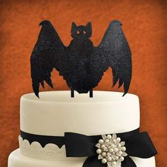 aMonogram Art Unlimited Add this beautify handcrafted cake topper as a perfect finishing touch to your cake. This light weight wooden cake topper is perfect for DIY projects and cake decorating. Haloween Cakes, Halloween Cake Pops, Halloween Bats, Wooden Cake Toppers, Frozen Chocolate, Salty Cake, Cake Tins, Savoury Cake, Mini Cakes