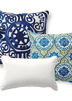 With eyecatching, vibrant color and intruiging designs, the Set of Three Back Bay Blue Designer Pillows brings new life to your outdoor seating.