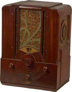Majestic Model 174 Deco Wood Tabletop Tombstone Radio : Lot 679