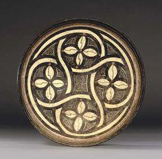 A SAMARKAND POTTERY DISH   CENTRAL ASIA, 10TH CENTURY