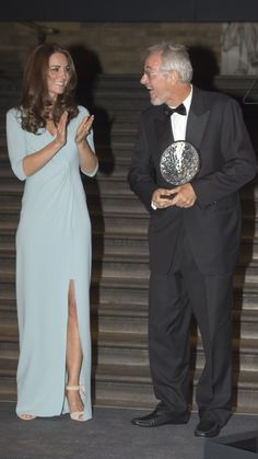 Kate presents the Wildlife Photographer of the Year award to Michael Nichols at the Natural History Museum. via @stylelist