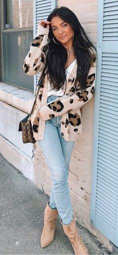 Outstanding Spring Outfits That Always Looks Fantastic blue denim skinny jeans Grey Long Sleeve Dress, Grey Shirt Dress, White Sleeveless Dress, Cozy Winter Outfits, Spring Outfits, Trendy Outfits, Ripped Leggings, Animal Print Skirt, Denim Skinny Jeans